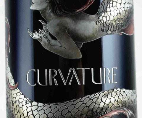 Etched bottle curvature